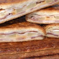 Empanada de Bacón con queso y piña