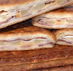 empanada bacon queso piña tumercagourmet
